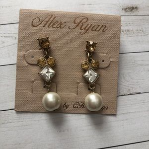 Jewelry - Pearl and crystal earrings